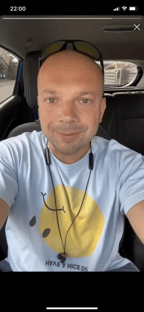 Piotr Weppe instastory w samochodzie