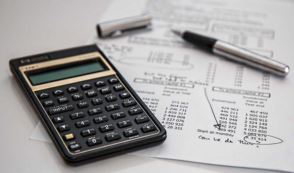 Prowadzenie księgowości – samodzielnie, outsourcing czy własny księgowy?